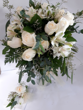 Beautifully White Brides Bouquet & Boutonniere