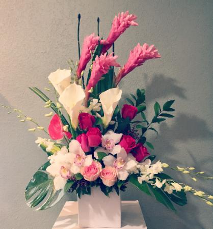 BEAUTY  PINK ELEGANT MIXTURE OF FLOWERS