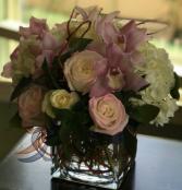 BELLA ELEGANT MIXTURE OF FLOWERS