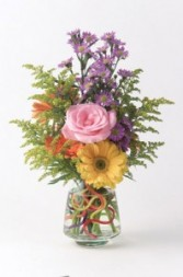 BFG6 Flower arrangement in a vase