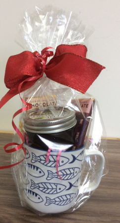 Black current jelly & NL chocolate Nl gift in a mug