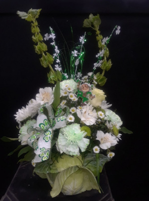 Bloomin' Cabbage Holiday Arrangement in Howard Beach, NY | HOWARD BEACH FLORIST