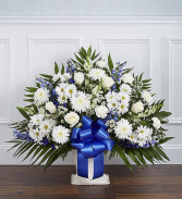 BLUE AND WHITE FLOWER FUNERAL BASKET