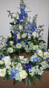 blue and white urn arrangement
