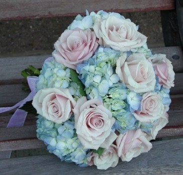 Blue hydrangea with pink roses in pembroke ma candy jar and blue hydrangea with pink roses mightylinksfo
