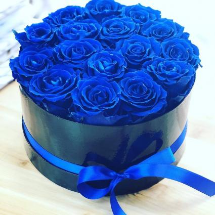 BLUE ROSES VASE ARRANGEMENT OR HANDTIED