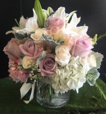 Blush and cream mixed bouquet