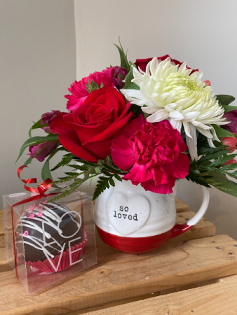 Bomb of Love Single Cocoa Bomb with Mug arrangement