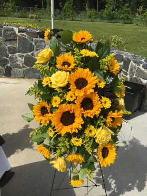 Bountiful Sun Standing Spray in Red Lake, ON | FOREVER GREEN GIFT BOUTIQUE