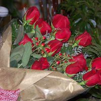 Bouquet of 12 Red Roses Hand tied