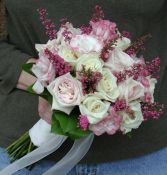 Bouquet of Roses with Lisianthus and Heather