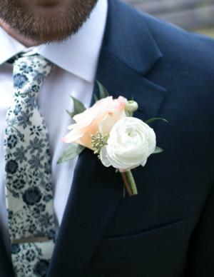 Boutonnières   in Oakville, ON | ANN'S FLOWER BOUTIQUE-Wedding & Event Florist
