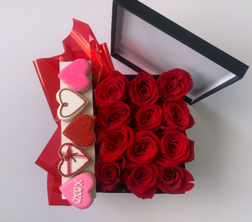 Box of 12 Roses and 5 cookies