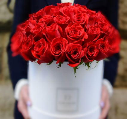 Box of RED Roses Bouquet **FREE BOX OF CHOCOLATE**