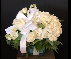 Breakfast at Tiffany's  Cube in Chesterfield, MO | ZENGEL FLOWERS AND GIFTS