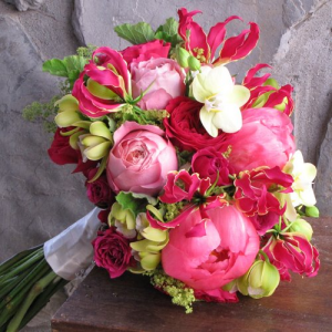 Bridal Bouquet   in Oakville, ON | ANN'S FLOWER BOUTIQUE-Wedding & Event Florist