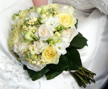Bridal bouquet soft cream flowers soft yellow and a champange bridal bouquet soft cream flowers soft yellow and a champange rose mightylinksfo