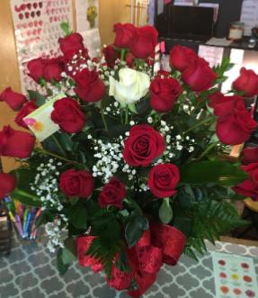 Bundle Of Beauty Roses Vase Arrangement In Yukon Ok Anns Flowers