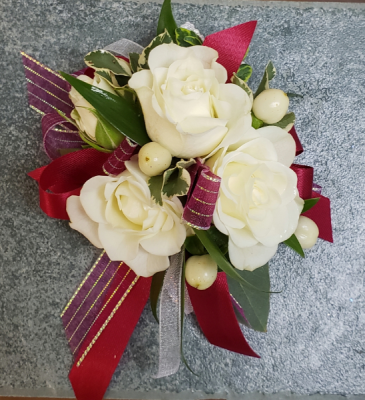 BURGUNDY BERRY Corsage