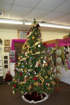 Burgundy Gold Musical Note Christmas Tree In Samson Al Flower