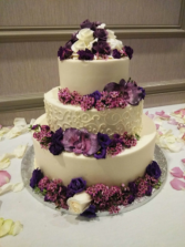 Cake table flowers Purple and white cake decor