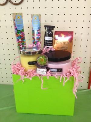 Candles & More Gourmet/Gift Basket in Eastman, GA | MARTHA SHELDON FLOWERS & EVENTS