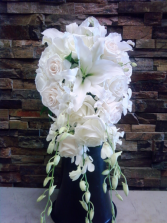 CASCADING WHITE/IVORY BOUQUET BRIDE BOUQUET
