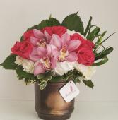 Cóctel de rosas y orquídeas  Antique Premium Flower Arrangement