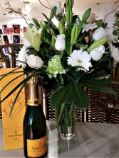 CHAMPAGNE AND FLOWER AN AMAZING COMBINATION