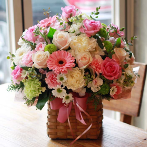 Charlotte  in Oakville, ON | ANN'S FLOWER BOUTIQUE-Wedding & Event Florist