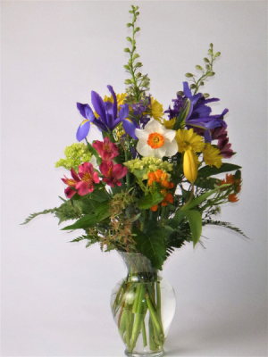Cheerful and Bright Vase in Kensington, CT | BRIERLEY-JOHNSON THE FLORIST