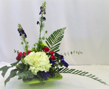 CHIC BLOSSOMS  FRESH FLOWER ARRANGEMENT