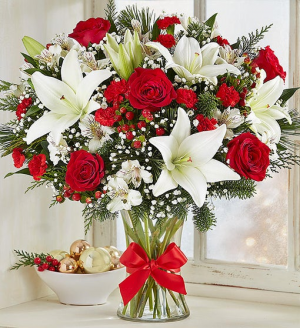 Christmas Bliss Fresh Flower Vase in Springfield, MO | FLOWERAMA #226