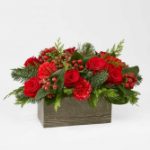 CHRISTMAS CABIN BOUQUET RED FLOWERS AND BERRIES IN WOODEN BOX