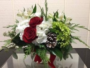 Christmas Centerpiece Posy Vase in Fairfield, CT | Blossoms at Dailey's Flower Shop