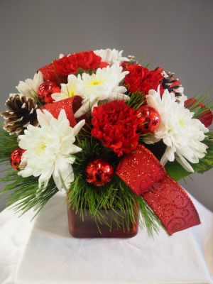 Christmas Cube Arrangement in Barrie, ON | FLOWERS AND PINEWORLD