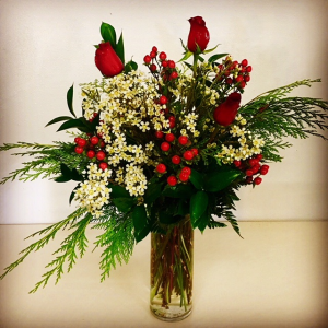 Christmas Delight Christmas Greenery, Roses & Coffee Beans in Plainview, TX | Kan Del's Floral, Candles & Gifts