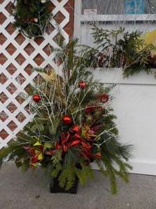Christmas planter outside christmas planter outside in abbotsford bc buckets fresh flower market - Weihnachtsdeko aussen usa ...