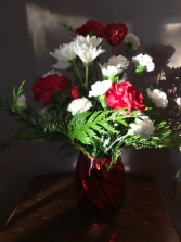 Christmasheart Red vase with red and white flowers