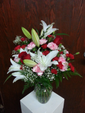 Classic Affection Vase Design