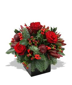 CLASSIC CHRISTMAS FLOWER ARRANGEMENT in Amelia Island, FL | ISLAND FLOWER & GARDEN