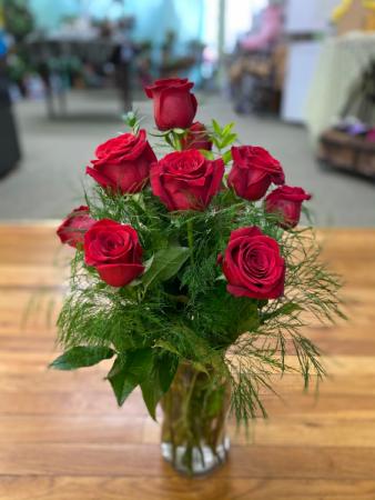 F n M Classic Dozen Red Roses