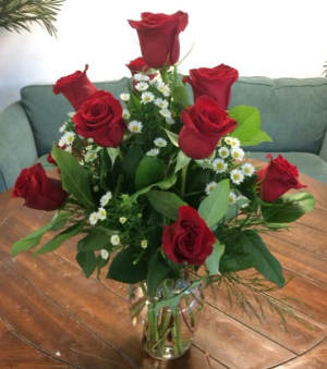 Classic Dozen Red Roses Arrangement in Bluffton, SC | BERKELEY FLOWERS & GIFTS