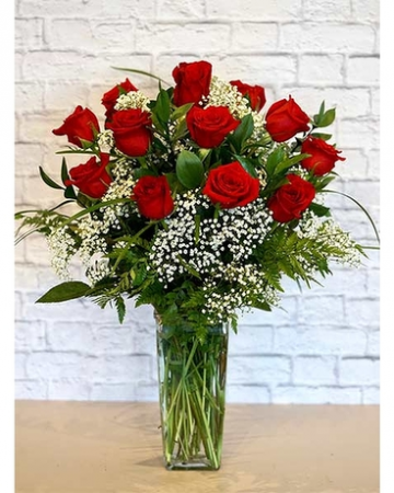 CLASSIC DOZEN WITH BABY BREATH DOZEN RED ROSES