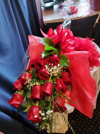 Classic  Dozen Wrapped  Wrapped Bouquet
