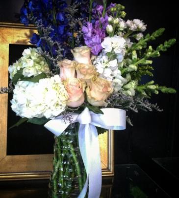 Classic Elegance Holland Flower Arrangement