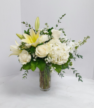 Classic NY White and Green  in Tottenham, ON | TOTTENHAM FLOWERS & GIFTS
