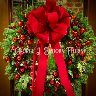 CLASSIC RED & GREEN WREATH