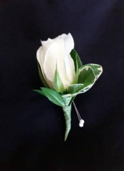 CLASSIC ROSE WHITE Boutonniere
