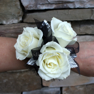 Classic Sweetheart Rose Wrist Corsage